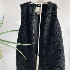 Wilfred Black Fuzzy Vest